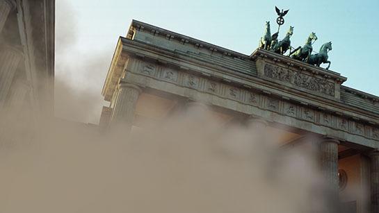 Brandenburger Tor während der Sprengung