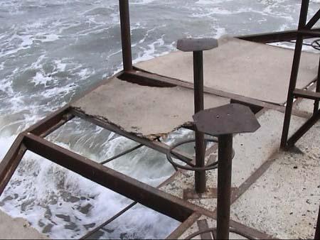 Die exklusive Strandanlage von Arkadien zerfällt